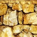 Gele stenen. Gespiegeld.