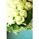 Boeket witte bloemen, cyaan achtergrond